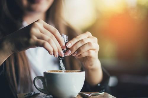 Kawy 3w1 – co musisz wiedzieć o kawie instant w saszetkach?