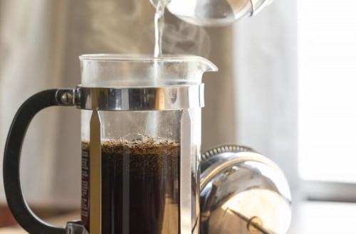 Woda do parzenia kawy – jaką powinna mieć temperaturę?