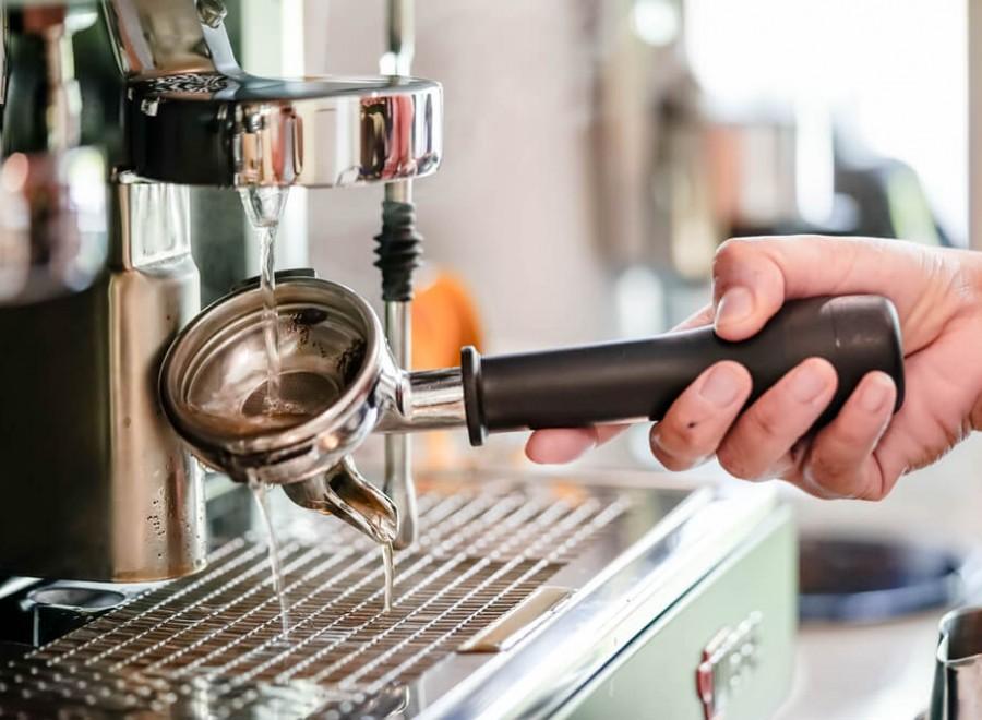 Jak czyścić ekspres i akcesoria do kawy? Dobre praktyki