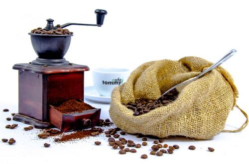 Jaki młynek do kawy wybrać? Elektryczny czy ręczny?