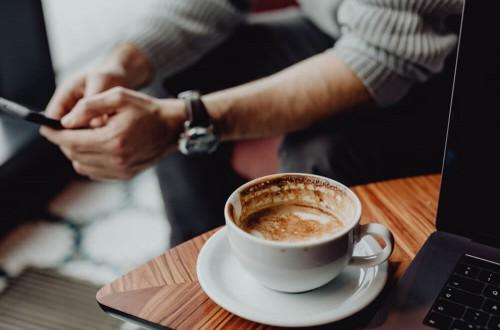 Jak przerwa na kawę wpływa na efektywność w pracy?