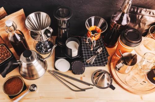 Prezenty dla miłośnika kawy. Jakie akcesoria do parzenia kawy wybrać?